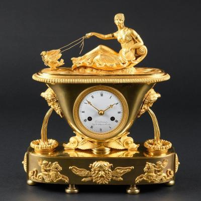 Modèle De Claude Galle - Pendule De Vase Empire De Qualité Musée  Avec Vénus Dans Son Chariot