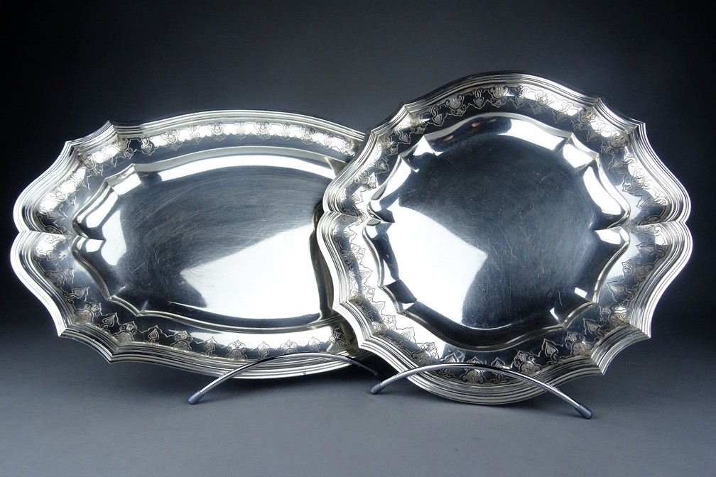 Set Of Dishes In Sterling Silver .