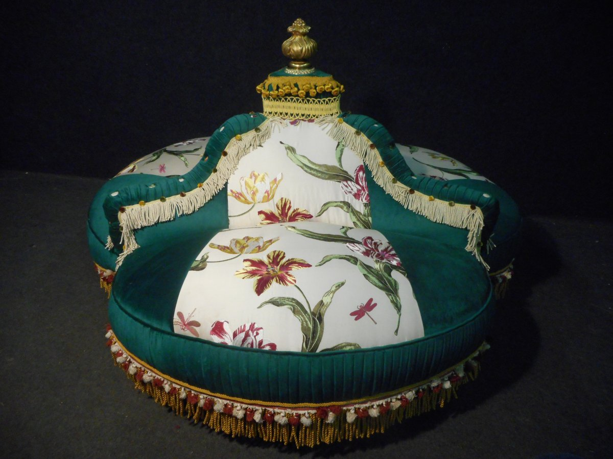 Indiscreet Napoleon III Period Buttoned In Silk And Velvet