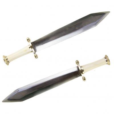 Epée Courte Ou Glaive Avec Fusée En Ivoire