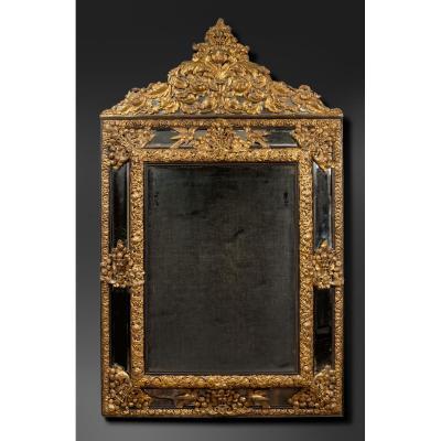 Miroir Monumental En Cuivre Doré Et Repoussé Avec Encadrement D'ébène.