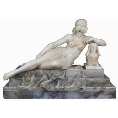 Femme allongée au sphinx, sculpture en albâtre, XXe siècle