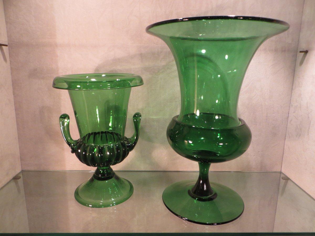 Deux Vases En Verre Vert
