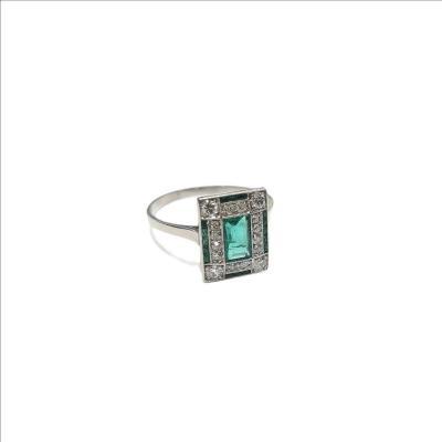 Bague Art Deco, émeraudes et diamants sur platine