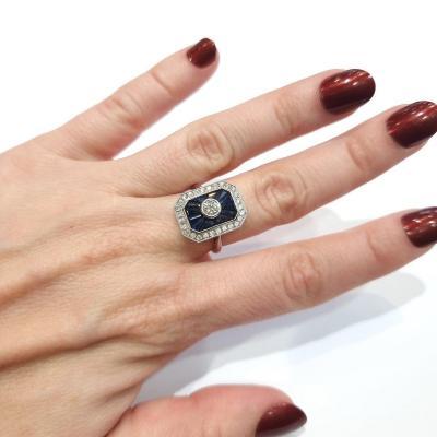 Bague en or blanc, saphirs et diamants, vintage dans un esprit Art Deco