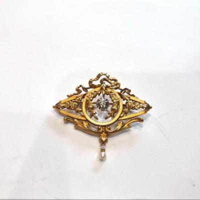 Broche Napoleon III En Or 18k Et Diamant Central, Décor De Guirlandes Et Fleurs, Perle