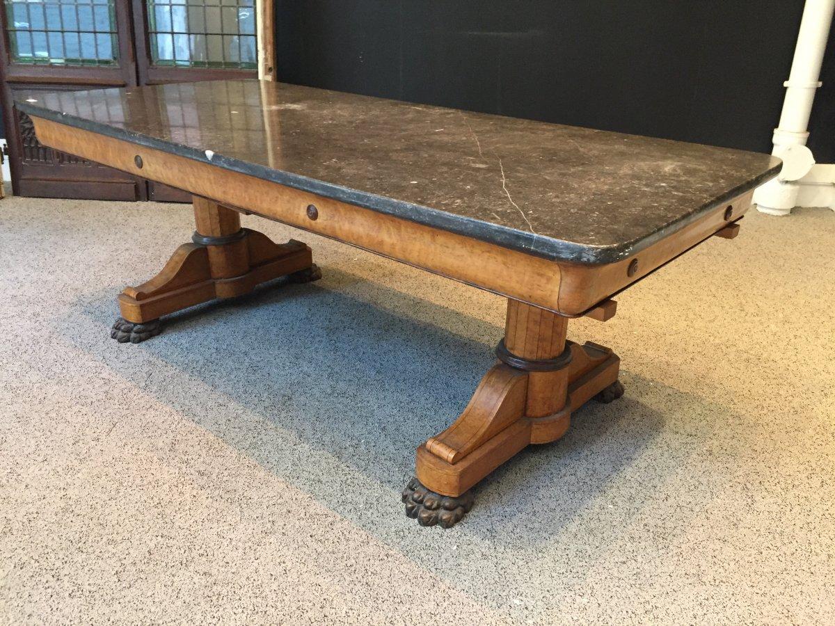 Importante table Charles X en placage d'érable moucheté - XIXeme