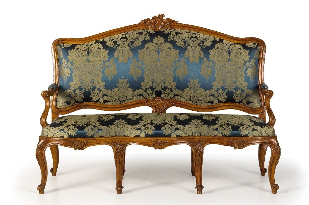 Richly Carved Walnut Chassis Sofa - Italy XVIIIth