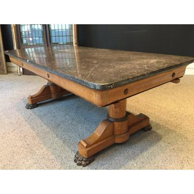 Important Speckled Maple Veneer Table - XIXth