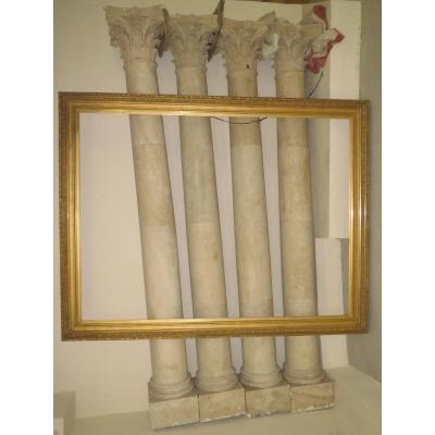 Quatre Grandes Colonnes Cylindriques à Chapiteaux Corinthiens