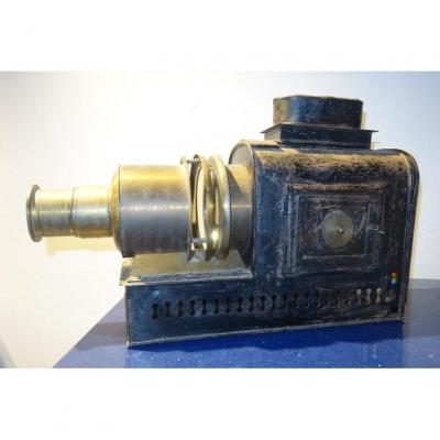 """Magic Lantern or Projector, without visible mark ......... """"Nature"""" ..... Lens in good condition inside ...... 47 cm in total length, 30 cm in height. , 13 cm wide ....."""