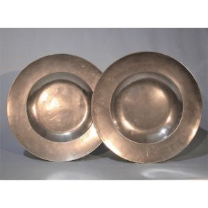 """Rare Pair Of """"a La Cardinal"""" Pewter Dishes - NeuchÂtel, XVII Th Century"""
