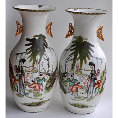 Chine - Paire De Vases En Porcelaine -  Ca 1900