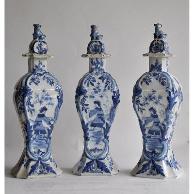 Suite of 3 covered vases in Delft earthenware with rococo decorations in blue camaieu Chinese decorations.<br /> In good condition, some chips.<br /> A signed vase<br /> <br /> Height 31 cm<br /> <br /> Careful and tracked shipments, for shipments outside Europe, please consult me, thank you.<br /> <br /> ref 2769