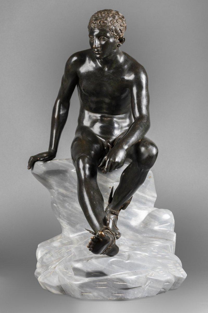 Hermès assis d'après l'antique – grand bronze à patine sombre vers 1890