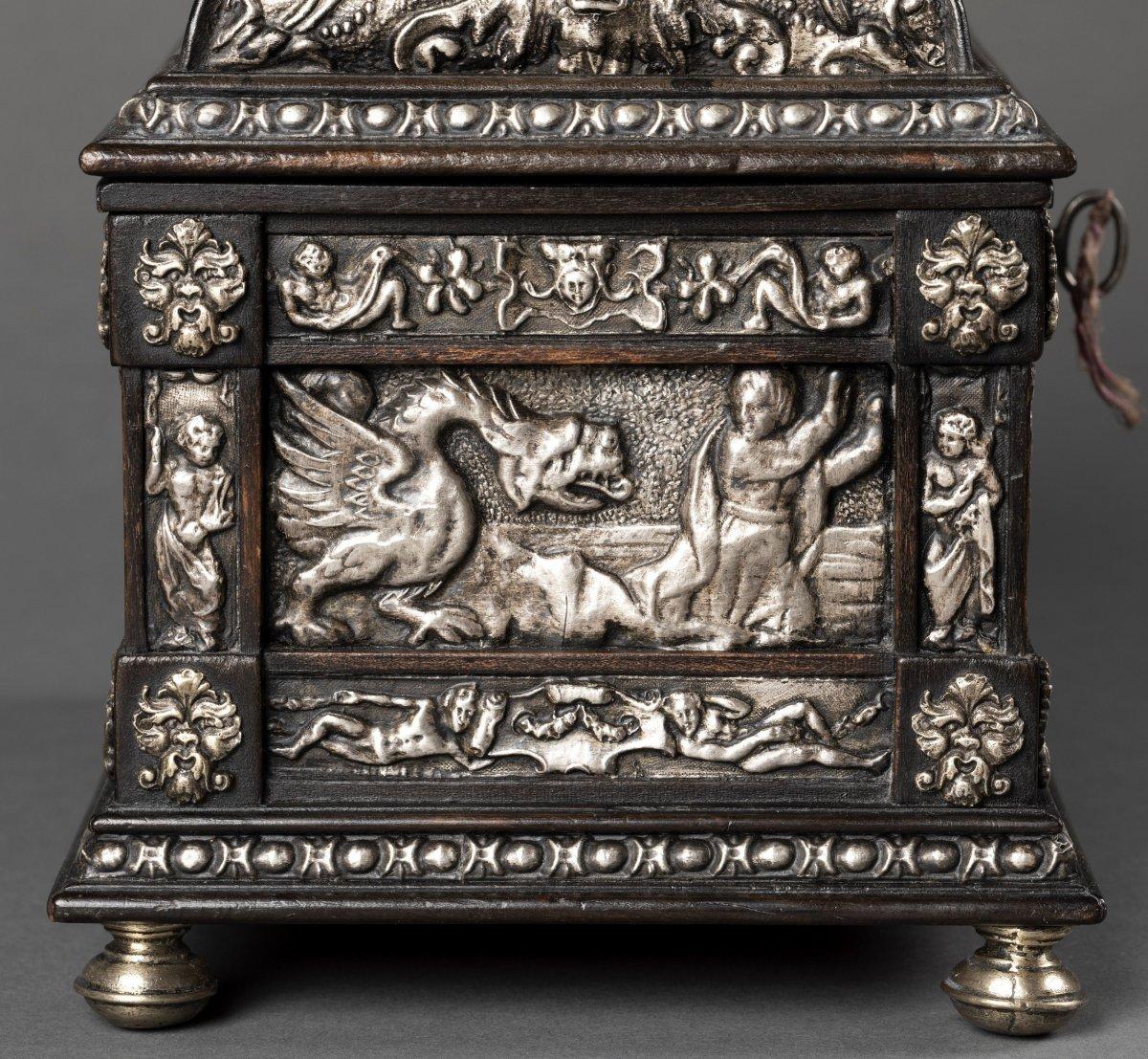 Coffret en bois noirci et métal argenté à décor Renaissance-photo-3