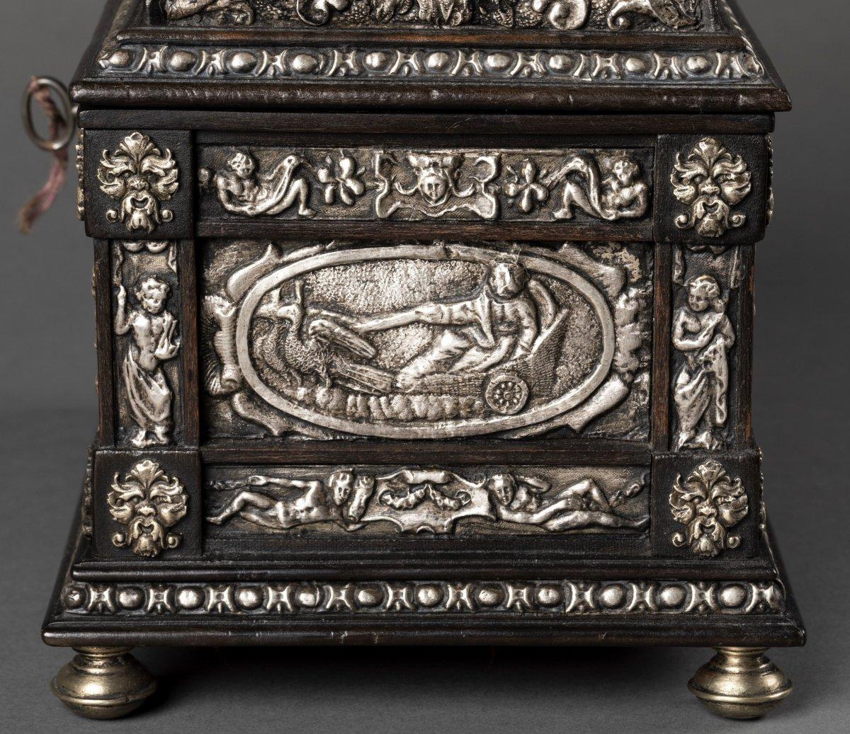 Coffret en bois noirci et métal argenté à décor Renaissance-photo-4