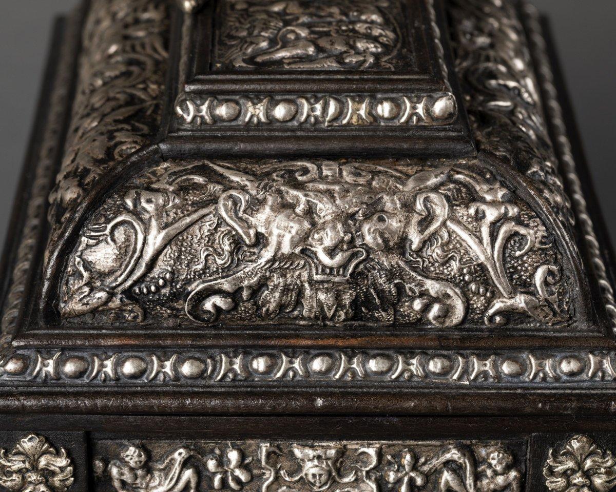 Coffret en bois noirci et métal argenté à décor Renaissance-photo-1