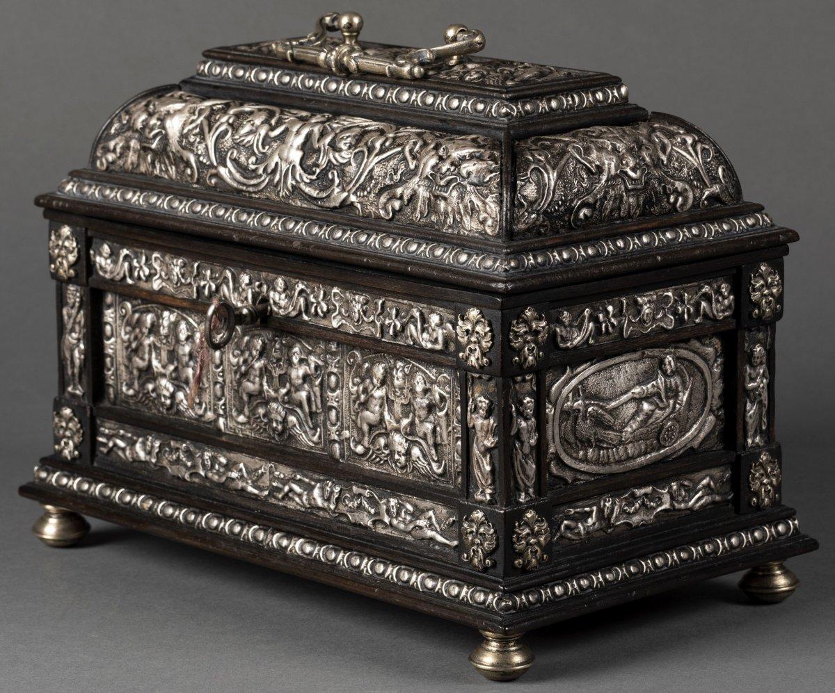 Coffret en bois noirci et métal argenté à décor Renaissance