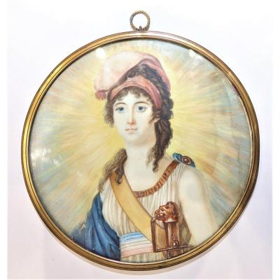 <strong><u><em>MARIANNE, REPUBLIC<br /> MINIATURE,</em></u> gouache drawing representing a radiant Marianne wearing a Phrygian cap wearing on the left a sword and a tricolor scarf as a belt.<br /> Pretty finesse of execution. In its original brass frame.<br /> On the back, two paper cuts refer to a similar drawing from the Vizille museum.<br /> Diameter 12.5 cm.<br /> <u><em>19th century </em></u><br /> <em><u>Good general condition, (water dripping on the left side)</u></em></strong><br /> <br /> &nbsp;