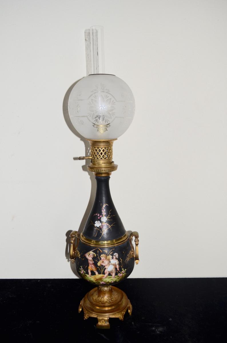 Lampe A Petrole En Bronze Et Porcelaine 19eme Siecle Lampes