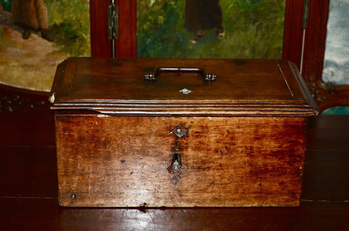 Travel Chest In Walnut 17th Century