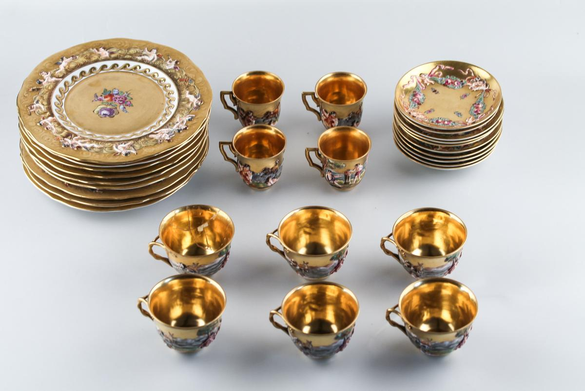 Service Capodimonte (naples 1771 - 1834) - Plates, Cups And Saucers