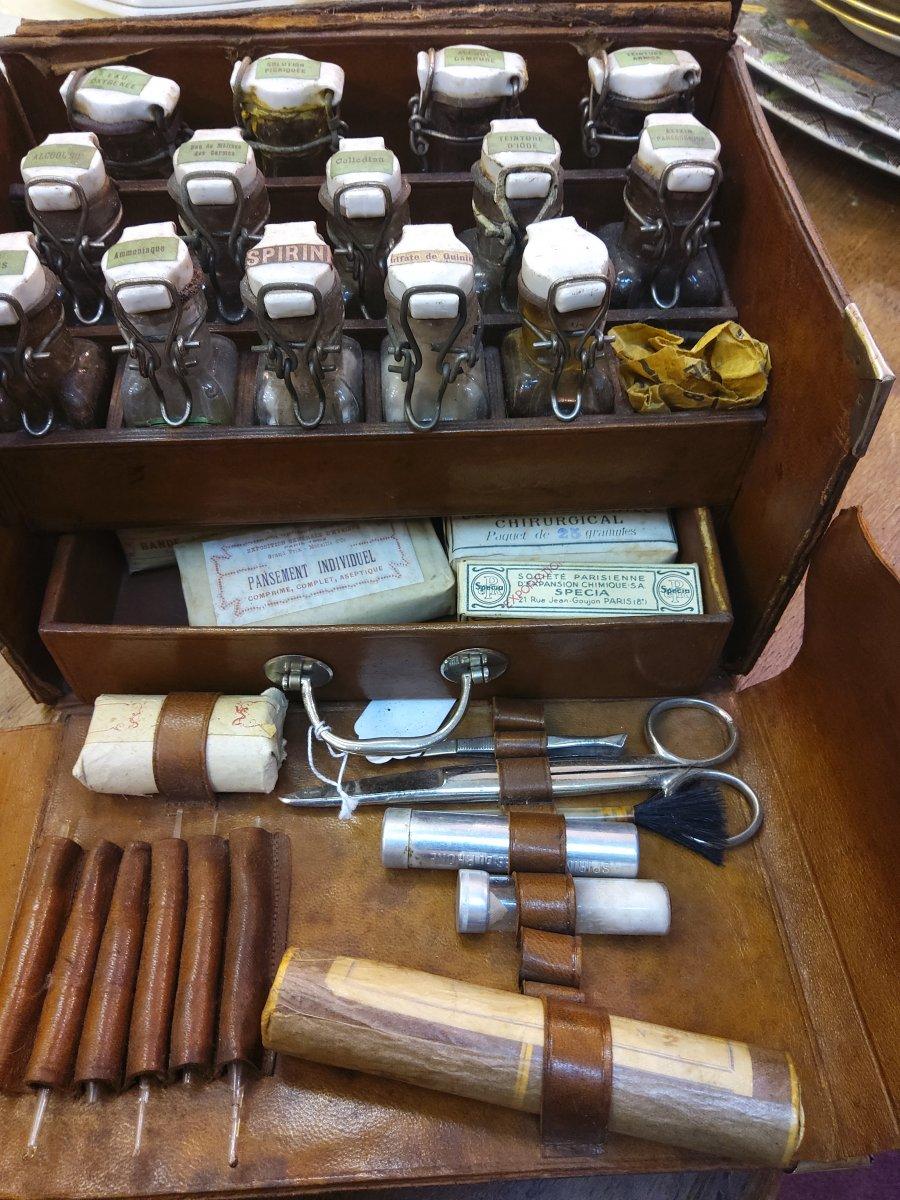 Boite De Premier Secours  Medecin .Pharmaceutique