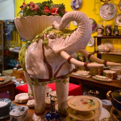 Grand éléphant Jardinière Barbotine