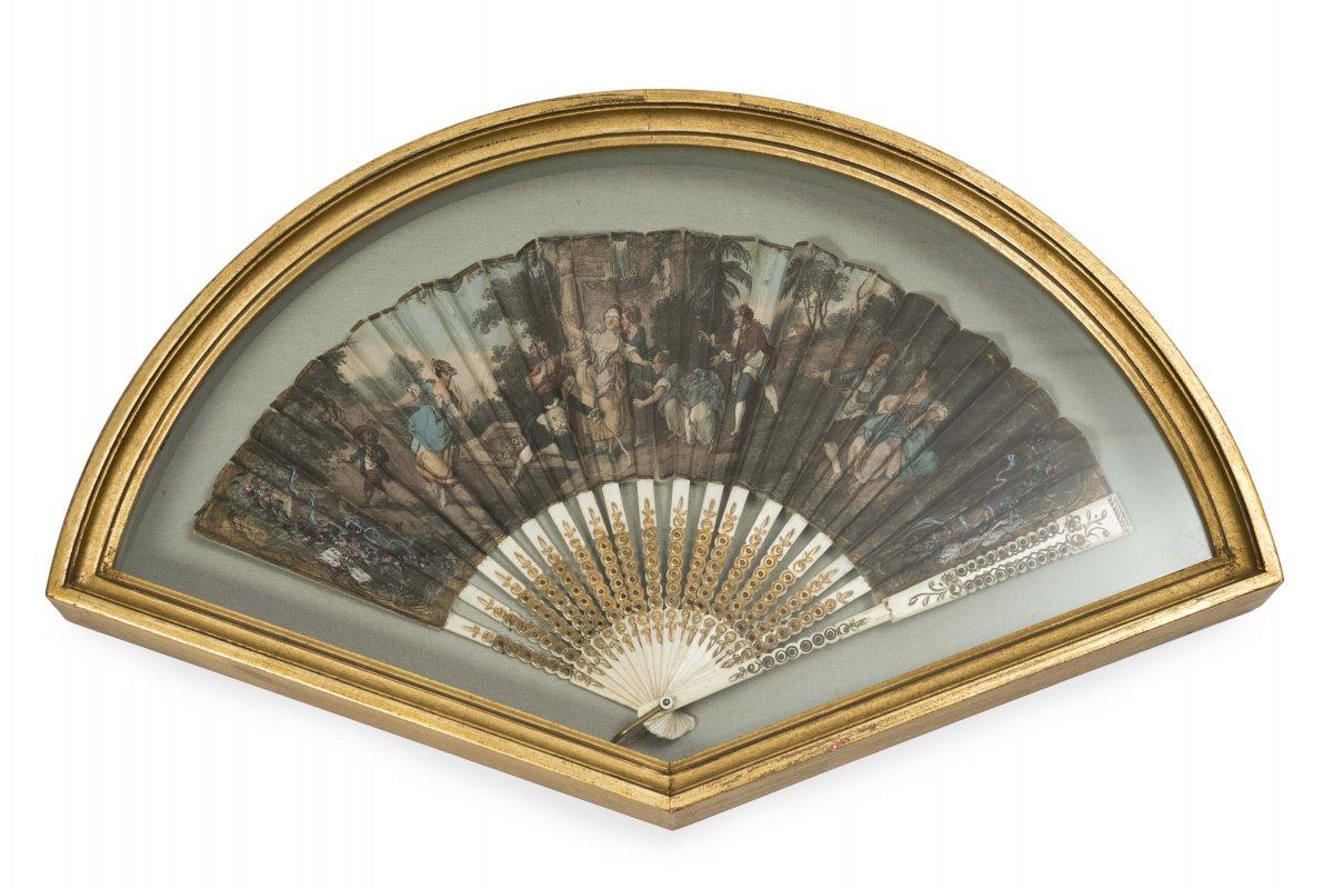 0051 / Engraved Bone Country Decor Fan