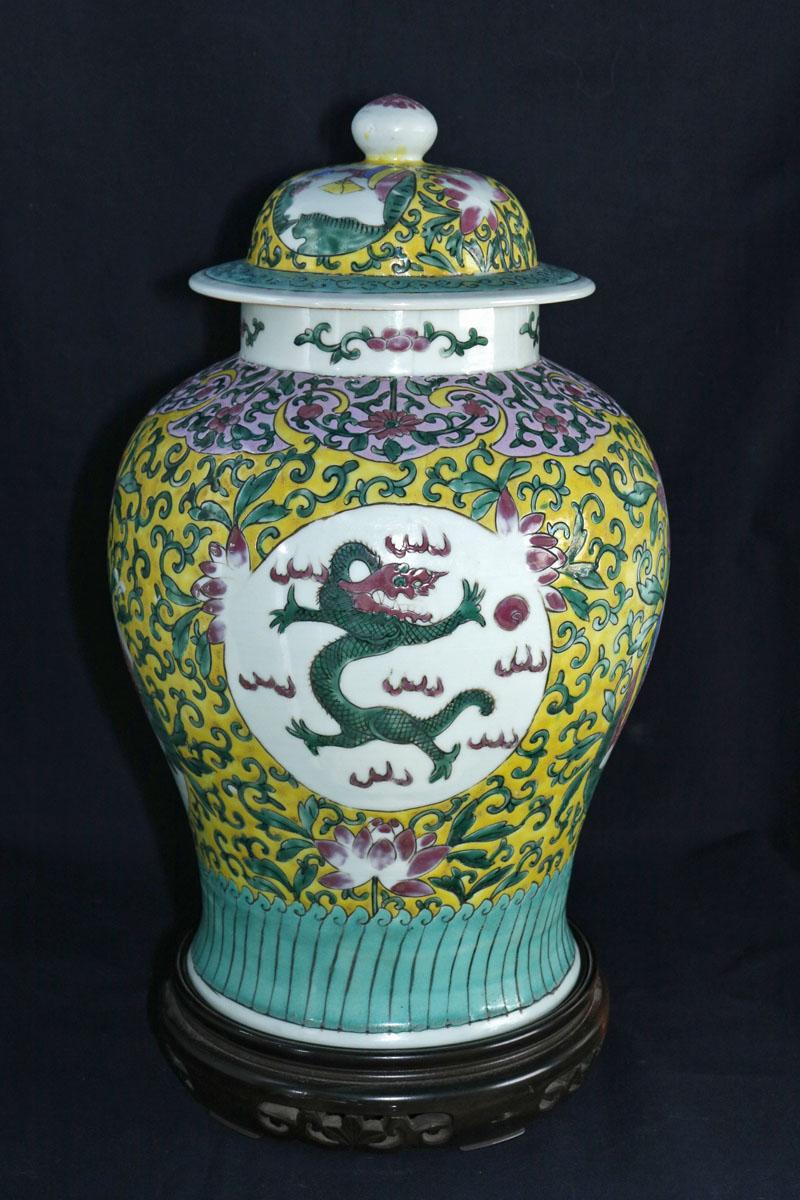 grand vase couvert en porcelaine de chine 19 me objets d coration vases en porcelaine. Black Bedroom Furniture Sets. Home Design Ideas
