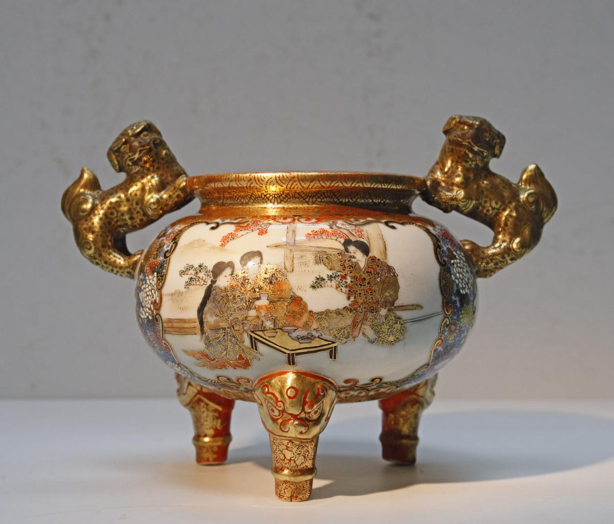 Petit Vase Tripode En Porcelaine De Kutani Japon Fin 19ème