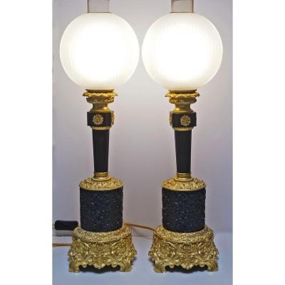 Paire De Lampes En Bronze Doré Et Patiné Avec Leurs Globes Milieu 19 ème
