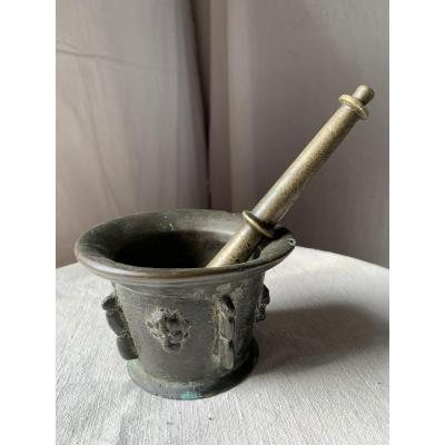 Apothecary Mortar And Pestle In 17th Century Bronze