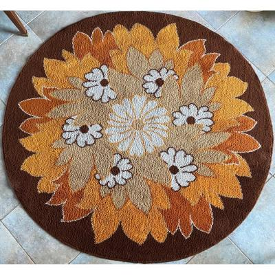 Round Carpet With Vintage Flower Decor Circa 1970 From Maison Dolan Diam: 162 Cm