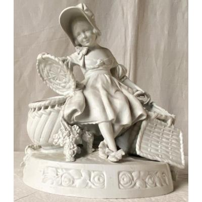 Biscuit Young Girl In Baskets XXth