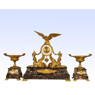 Pendule Et Cassolettes En Bronze Doré Et Portor