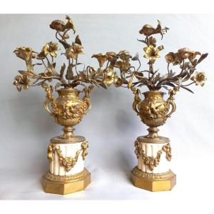 Paire De Candélabres A Gerbes De Fleurs En  Bronze Doré Et Marbre De Carrare