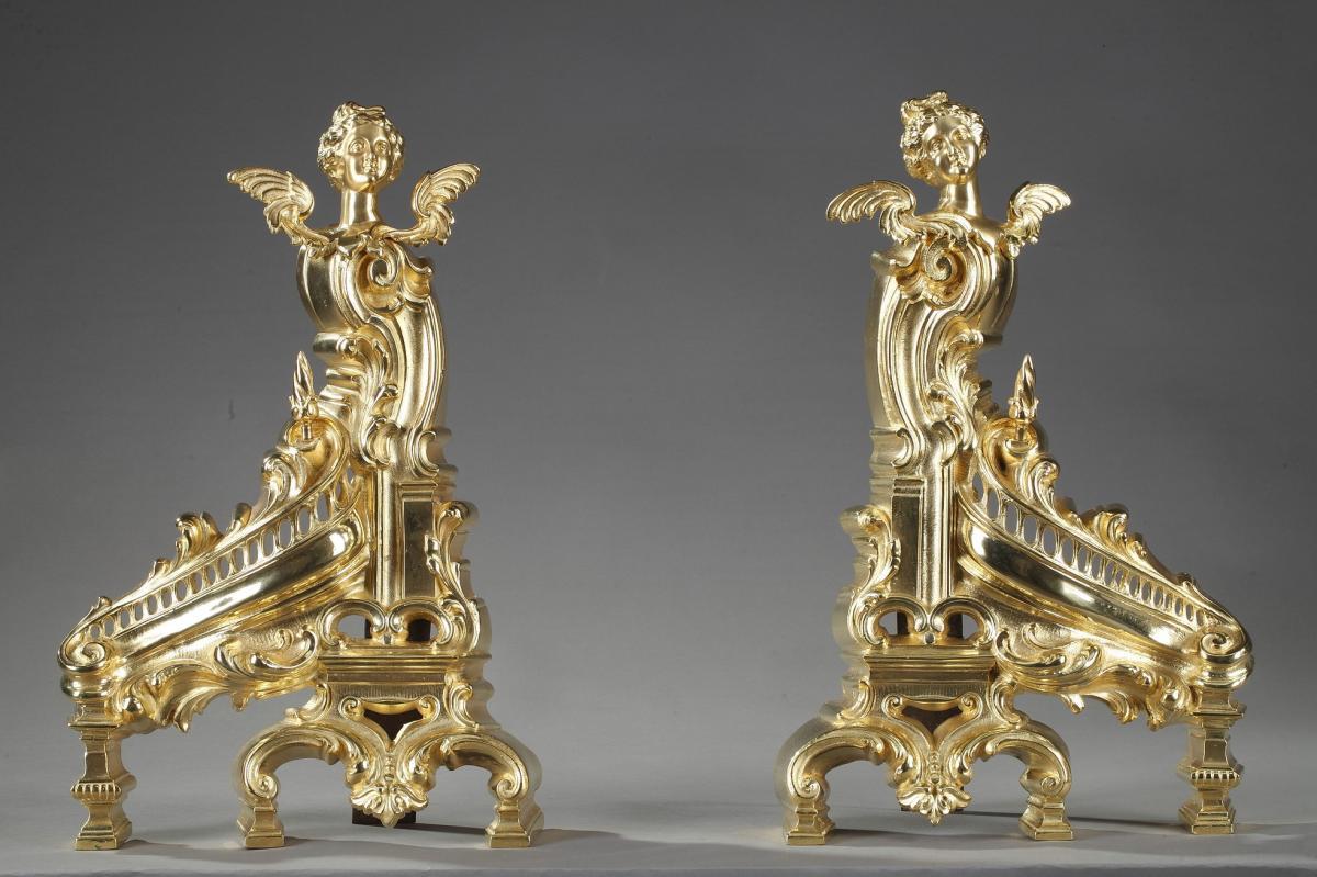 Chenets Anciens De Style Rocaille En Bronze Doré Ornés De Femmes Aillées