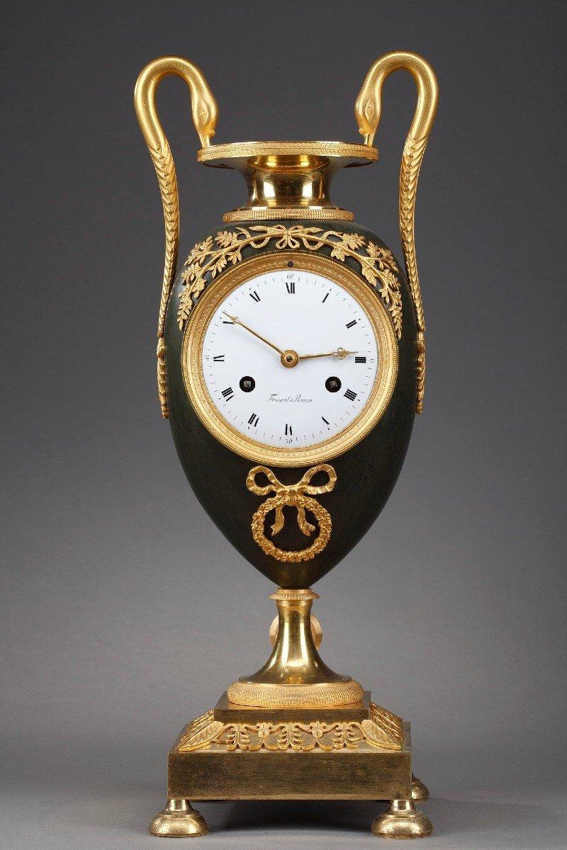 Pendule Vase En Bronze Doré Et Patiné, époque Empire