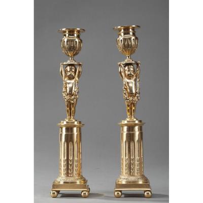 Bougeoirs Sur Pied En Bronze Doré à Décor De Putti, époque XIXe Siècle
