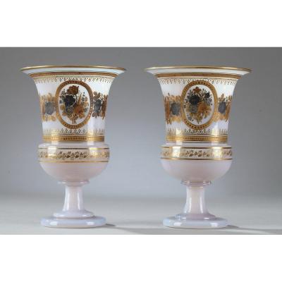 Paire De Vases Médicis En Opaline à Décor Desvignes
