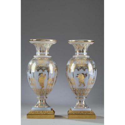 Vases En Opaline Restauration à Décor Desvignes