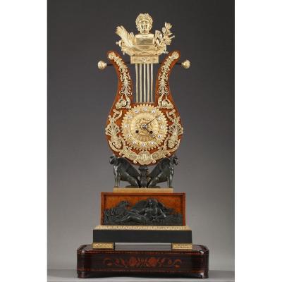 Grande Pendule Lyre En Loupe d'Orme Et Bronze