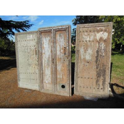 3 Portes tres anciennes XVII Eme, porte  En Noyer epaisse