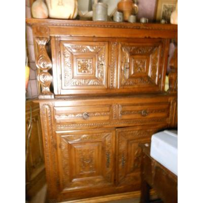 Cabinet Hispano Flamand Fin XVIeme en if, buffet en 2 corps