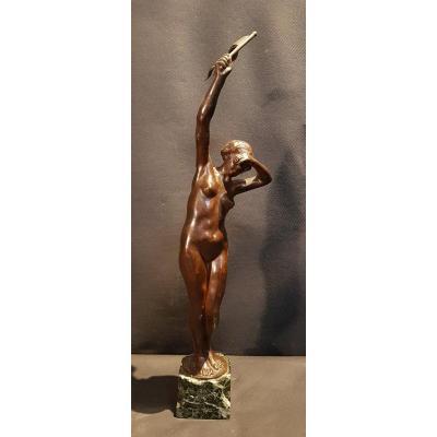 Femme Agitant Un Drapeau, Bronze - Floris De Cuyper