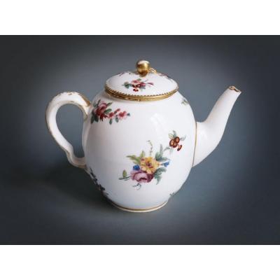 Sèvres - Théière Calabre En Porcelaine Tendre XVIIIe Siècle