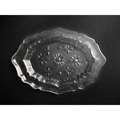 Scalloped Oval Dish In Cut And Molded Glass - 18th Century
