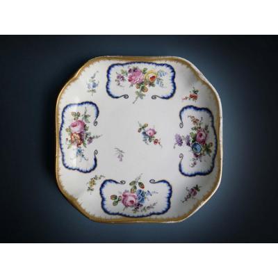 Style De Sèvres - Un Compotier Carré En Porcelaine à Décor De Feuille De Chou  XVIIIe Siècle